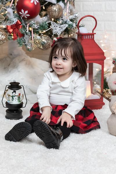 12.21.19 - Fernanda's Christmas Photo Session 2019 - -31.jpg