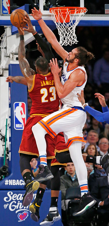 . New York Knicks center Joakim Noah (13) defends as Cleveland Cavaliers forward LeBron James (23) in the second half of an NBA basketball game at Madison Square Garden in New York, Wednesday, Dec. 7, 2016. The Cavaliers defeated the Knicks 126-94. (AP Photo/Kathy Willens)