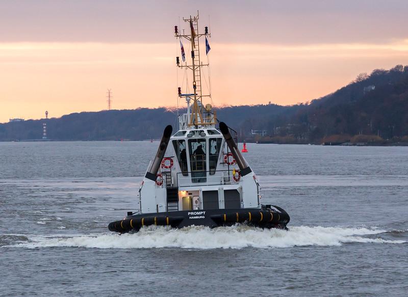 Schlepper prompt auf der Elbe Hamburg