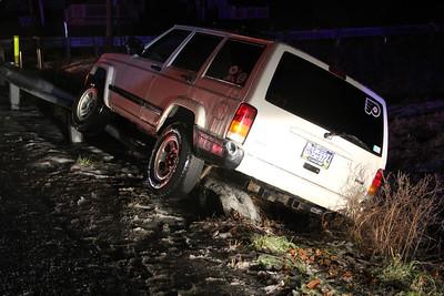 Jeep On Guardrail, Clearview Crossing, near SR443, West Penn Township (11-26-2013)