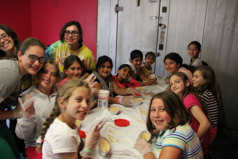 kars4kids_thezone_camp_girlsDivsion_activities_baking (89).JPG