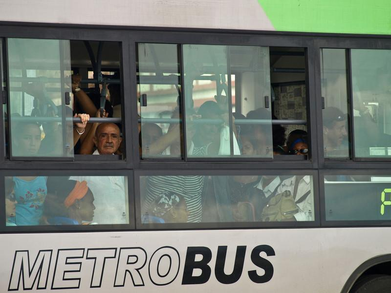 Mannen på bussen - Havanna Metrobus (Foto: Ståle)