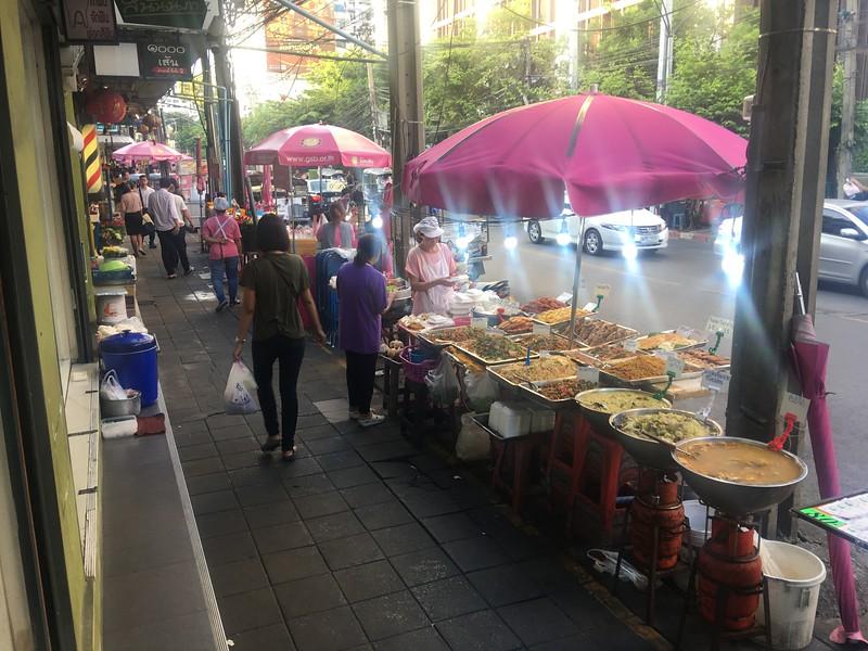 street-food-soi-ari-bangkok.jpeg