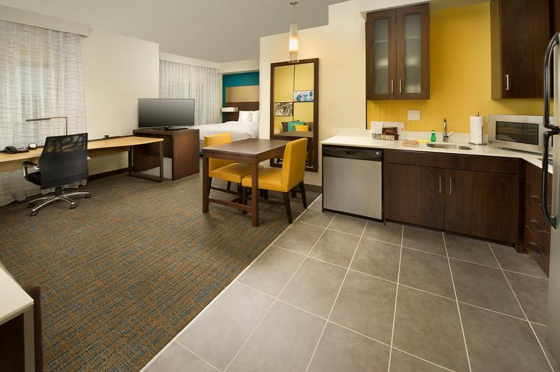 22 - Accessible Suite Living Room - RI Texarkana.jpg
