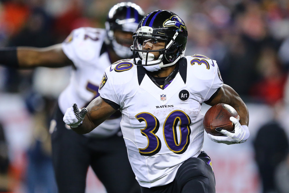. Bernard Pierce #30 of the Baltimore Ravens runs the ball against the New England Patriots during the 2013 AFC Championship game at Gillette Stadium on January 20, 2013 in Foxboro, Massachusetts.  (Photo by Al Bello/Getty Images)