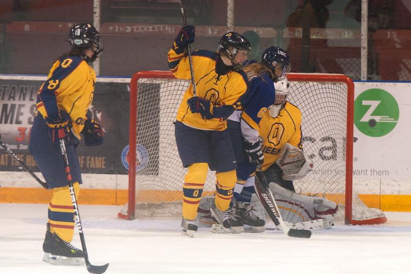 20130310 QWHockeyvsUBC 440.jpg
