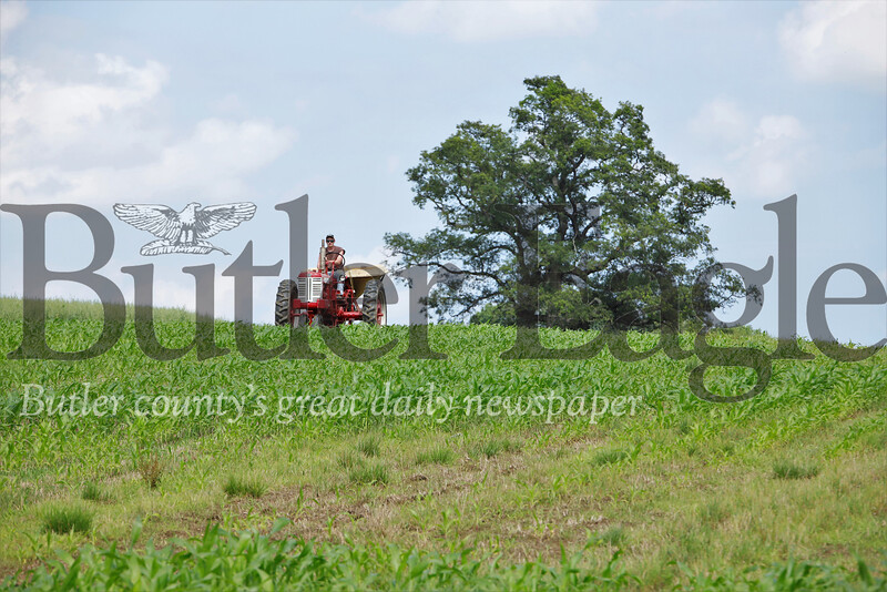 William Thiele fertilizes corn fields at Thiele Farm last month. Seb Foltz/Butler Eagle (Photo taken July 2019)