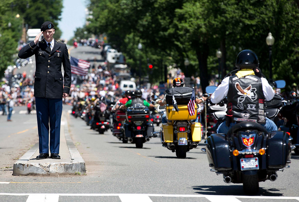 . A man in an army uniform salutes as bikers pass him during the Rolling Thunder ride in Washington May 26, 2013. The 26th Annual Rolling Thunder is organised to show support for veterans past and present, and those who have fallen in war or missing in action. REUTERS/Joshua Roberts