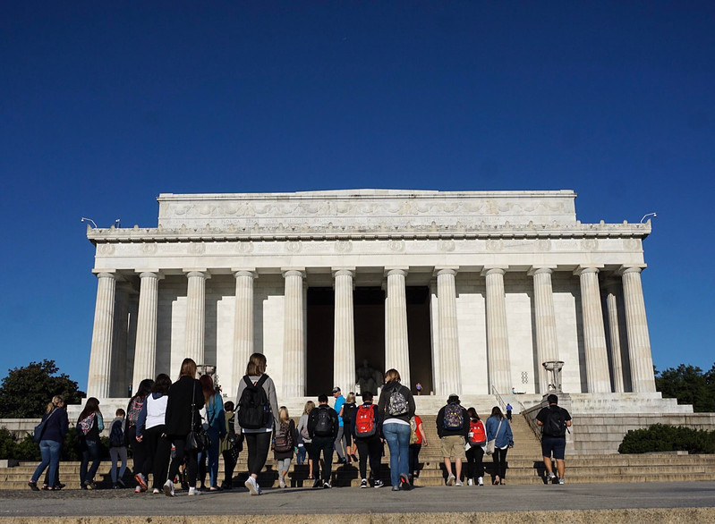 Students approach the Lincoln Memorial.