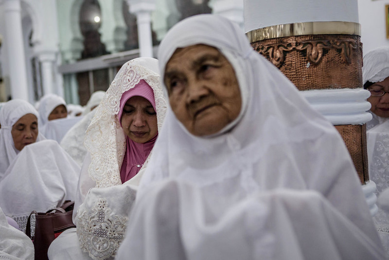. An Acehnese woman cries as she attends a collective zikr to commemorate the tenth anniversary of the tsunami at Baiturrahman grand mosque on December 25, 2014 in Banda Aceh, Indonesia. Aceh was the worst hit location, being the closest major city to the epicenter of the 9.1 magnitude quake, suffering a huge hit from the following tsunami and resulting in around 130,000 deaths. Throughout the affected region of eleven countries, nearly 230,000 people were killed, making it one of the deadliest natural disasters in recorded history. (Photo by Ulet Ifansasti/Getty Images)