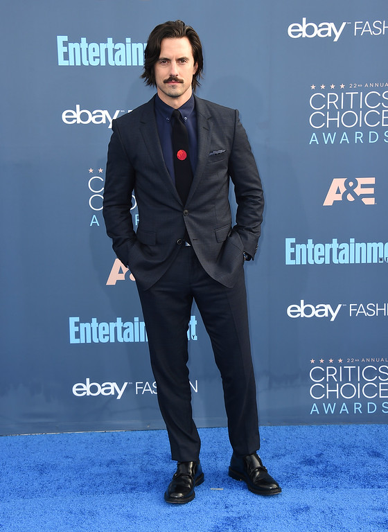 . Milo Ventimiglia arrives at the 22nd annual Critics\' Choice Awards at the Barker Hangar on Sunday, Dec. 11, 2016, in Santa Monica, Calif. (Photo by Jordan Strauss/Invision/AP)
