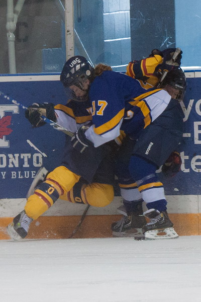 20130310 QWHockeyvsUBC 435.jpg