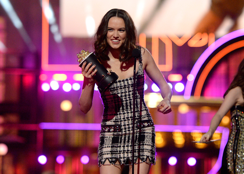 . Daisy Ridley accepts the award for breakthrough performance for �Star Wars: The Force Awakens� at the MTV Movie Awards at Warner Bros. Studio on Saturday, April 9, 2016, in Burbank, Calif. (Kevork Djansezian/Pool Photo via AP)