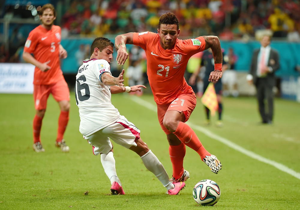 . Netherlands\' forward Memphis Depay (R) eludes the mark by Costa Rica\'s defender Cristian Gamboa (L), during a quarter-final football match between Netherlands and Costa Rica at the Fonte Nova Arena in Salvador during the 2014 FIFA World Cup on July 5, 2014. (DAMIEN MEYER/AFP/Getty Images)