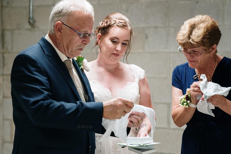rustic_ohio__fall_barn_wedding-171.jpg