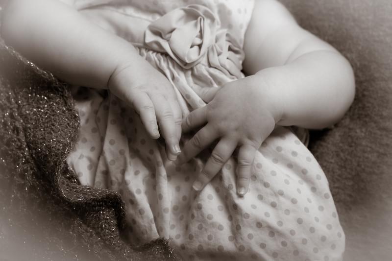 Sienna Hands-6587.jpg