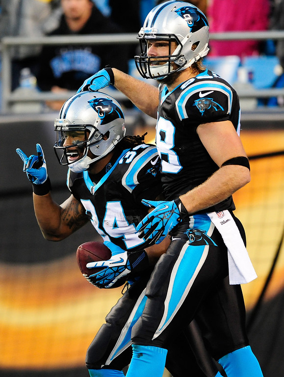 . DeAngelo Williams #34 and Greg Olsen #88 of the Carolina Panthers celebrate after Williams\'s touchdown against the New York Jets during the second quarter at Bank of America Stadium on December 15, 2013 in Charlotte, North Carolina.  (Photo by Grant Halverson/Getty Images)