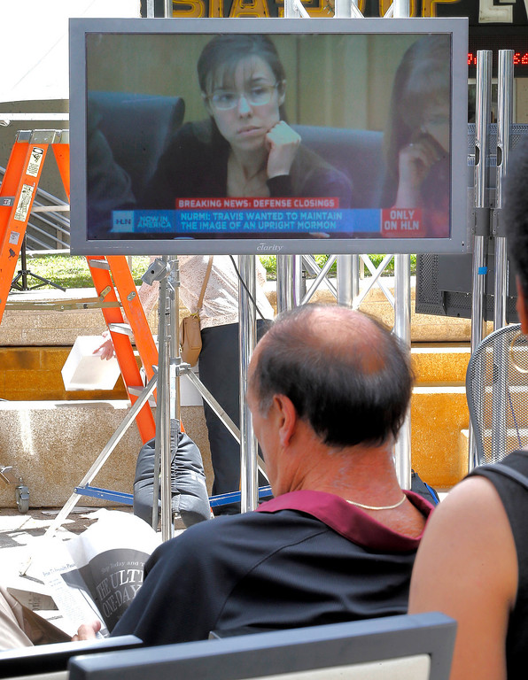 . People gather to watch the Jodi Arias trial at a park, Friday, May 2, 2013 in downtown Phoenix while the defense in Arias\' murder trial presents closing arguments. In a case that has captured headlines worldwide with lurid tales of sex, lies and a bloody killing, Arias faces a potential death sentence if convicted of first-degree murder in the June 2008 killing of her one-time boyfriend in his suburban Phoenix home. (AP Photo/Matt York)