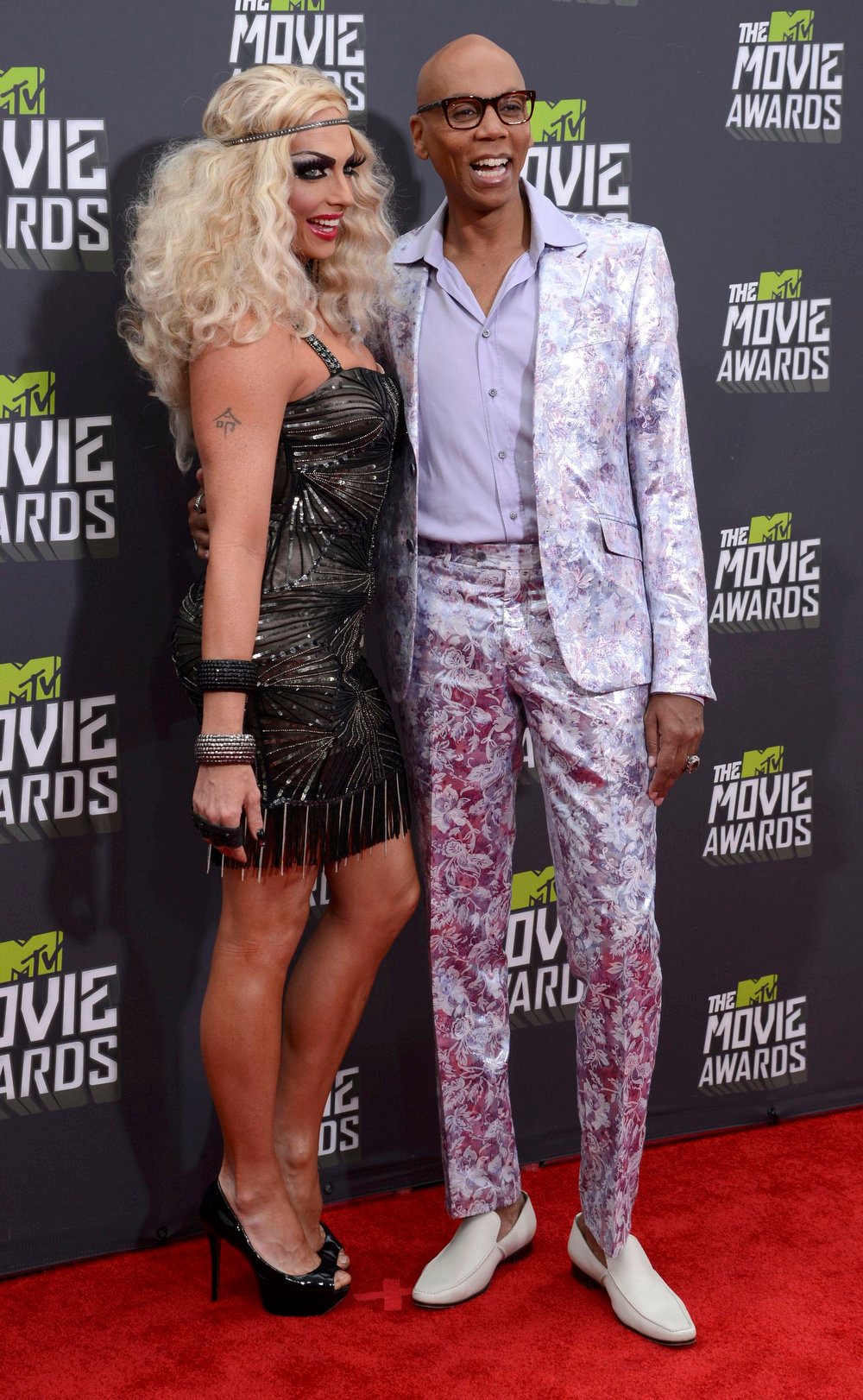 . RuPaul (R) and guest arrive at the 2013 MTV Movie Awards in Culver City, California April 14, 2013.   REUTERS/Phil McCarten