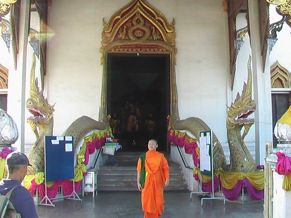 Temples of Chiang Mai (December 1-2, 2004)
