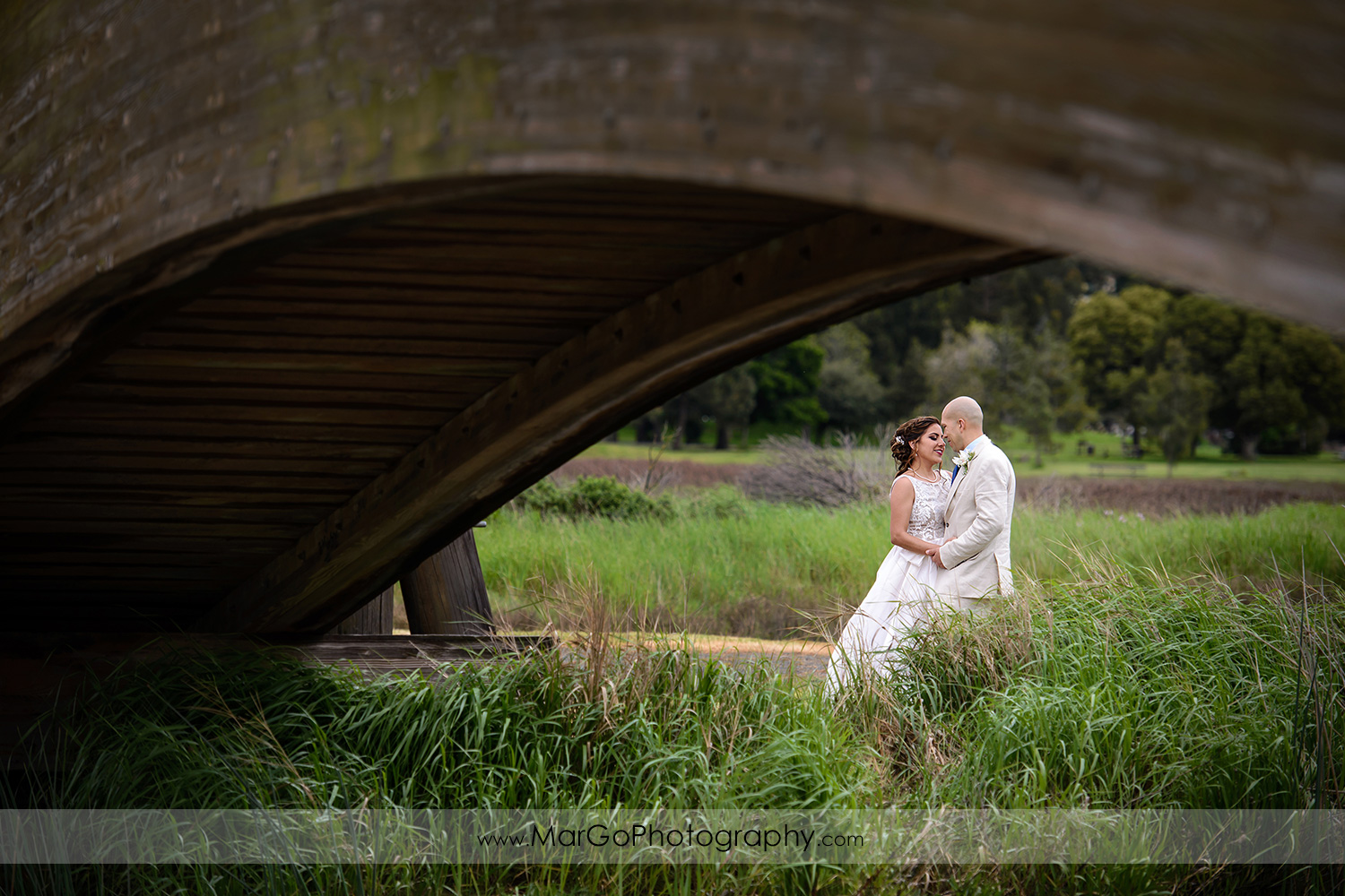 bridal session at Martinez Regional Shoreline
