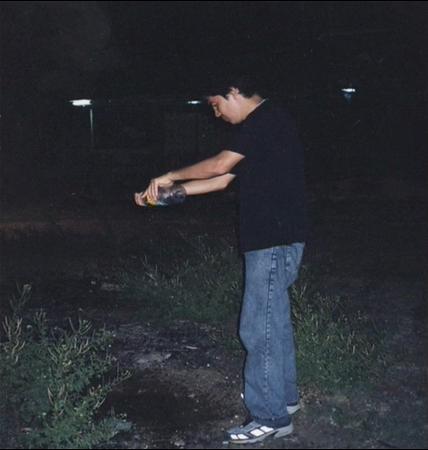 11.  Wilson Díaz. Vientre alquilado, fotografía-acción, Watamula Artist Workshop, Cali-Curazao, 2000.