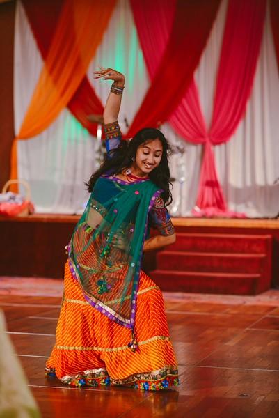 Charmi & Abhi Garba (115 of 578).jpg