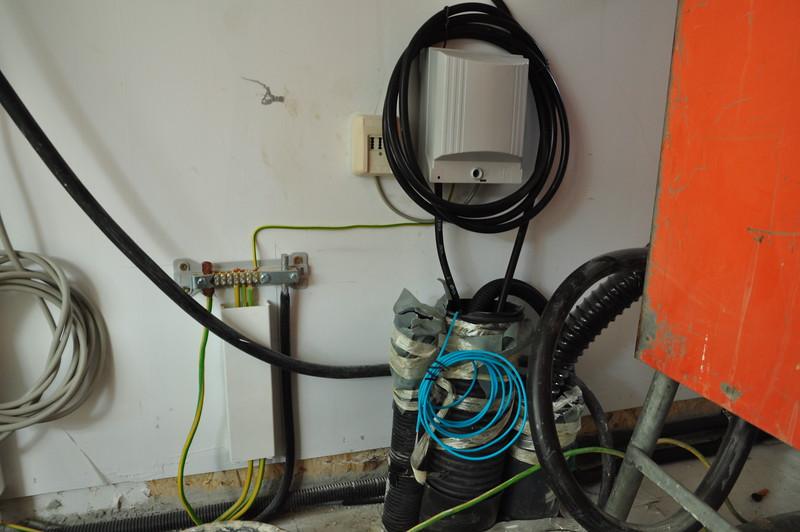 Hier kommt das Kabel an, Übergabepunkt und NFN-Dose sind auch schon angebracht.