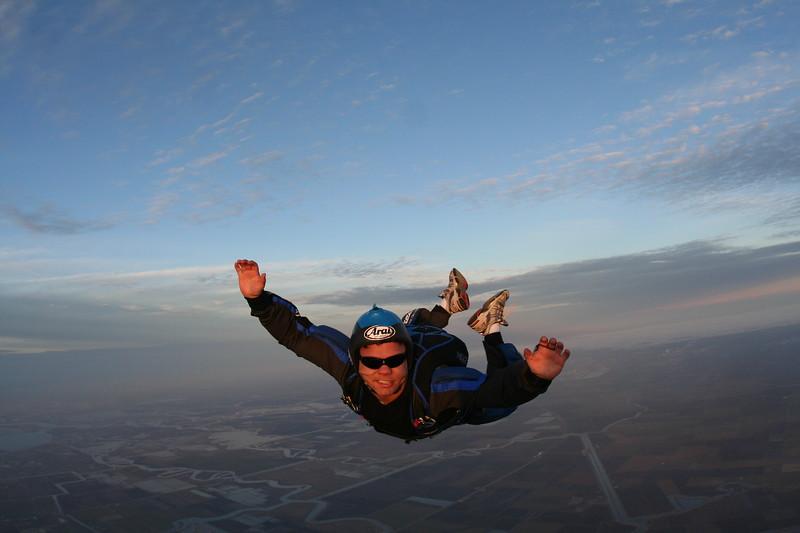 100th skydive craig knudsen dec 2009-18.JPG