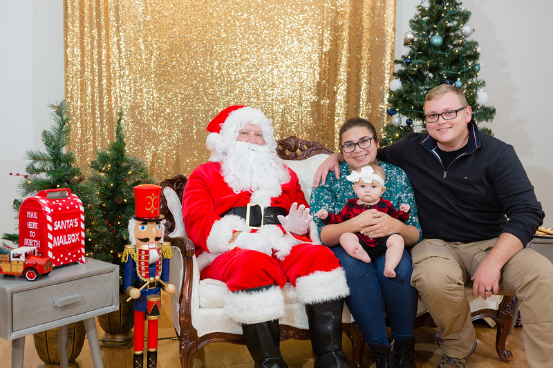 FADS Picture with Santa-337.jpg