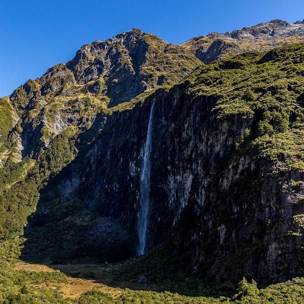 Panorama vom oberen Aussichtspunkt des «Rob Roy Glacier Valley Track»: der 300 Meter hohe Wasserfall
