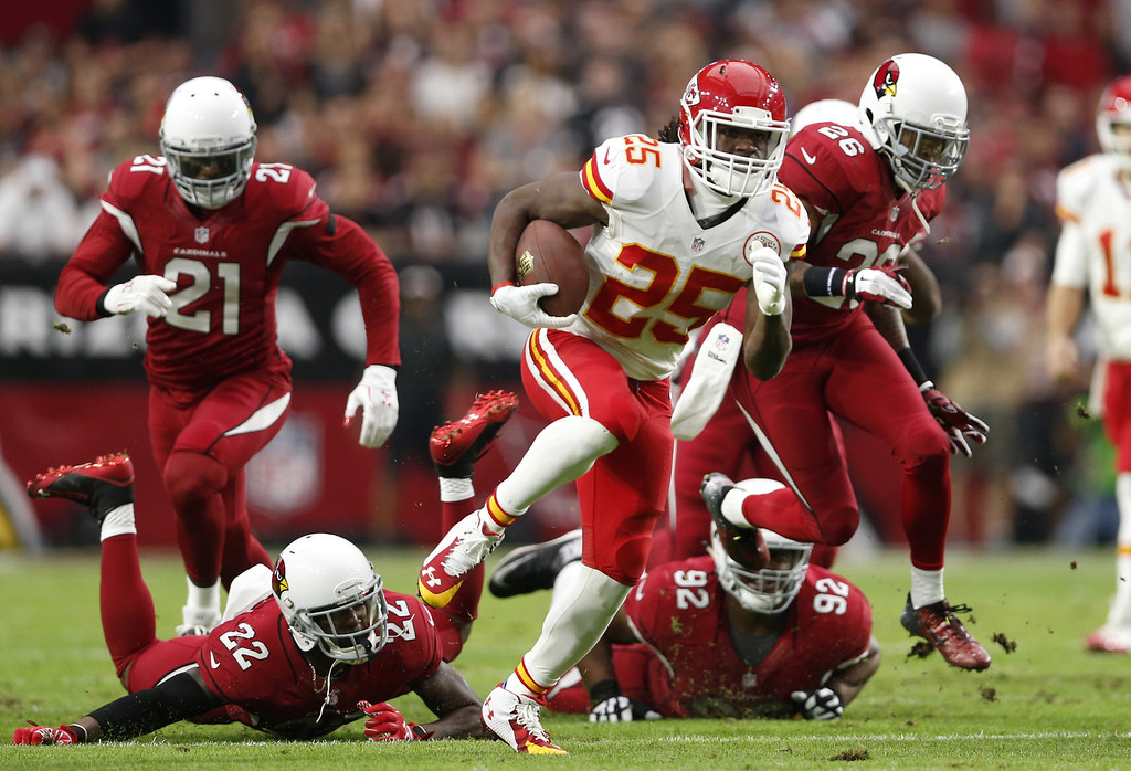 . GLENDALE, AZ - DECEMBER 07: Running back Jamaal Charles #25 of the Kansas City Chiefs runs for a 63 yard touchdown past Strong safety Tony Jefferson #22 of the Arizona Cardinals (left) and Nose tackle Dan Williams #92 during the first quarter of the NFL game at the University of Phoenix Stadium on December 7, 2014 in Glendale, Arizona.  (Photo by Christian Petersen/Getty Images)
