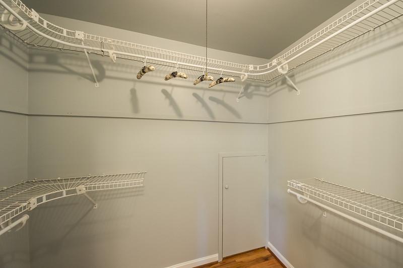 shady-sony-master-bathroom-01513.jpg