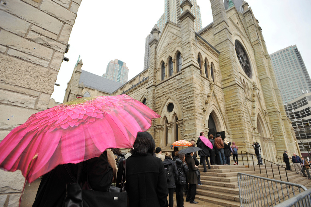 . Mourners line up to attend film critic Roger Ebert\'s funeral at Holy Name Cathedral in Chicago, Monday, April 8, 2013. The Pulitzer Prize winning movie reviewer died Thursday, April 4 at age 70 after a long battle with cancer. (AP Photo/Paul Beaty)