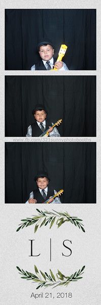 ELP0421 Lauren & Stephen wedding photobooth 4.jpg
