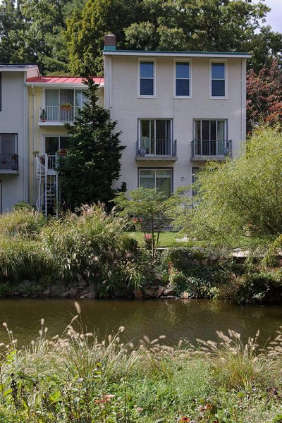 Reston: Townhouses by the lake