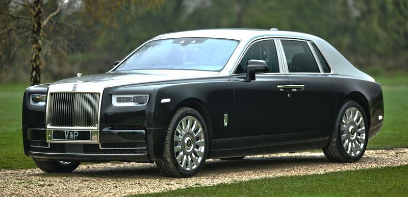 Rolls-Royce Phantom VIII 1.jpg
