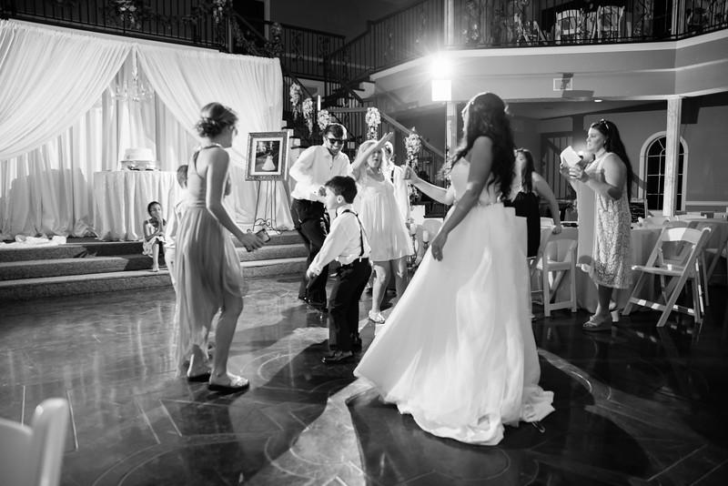 1141_Josh+Lindsey_WeddingBW.jpg