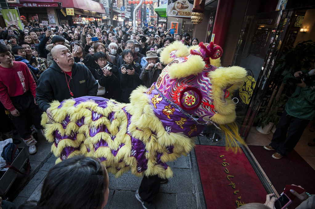 . A lion dance is performed in front of the Chinese restaurant in the Yokohama China Town on January 31, 2014 in Yokohama, Japan.  It\'s the Lunar New Year and Year of the Horse, Chinese New Year is an important traditional Chinese holiday and it is celebrated worldwide within Chinese community.  (Photo by Keith Tsuji/Getty Images)