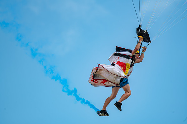 Oshkosh 2021 Parachutists