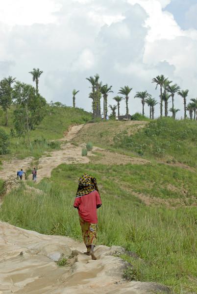 070109 3857 Burundi - Bujumbura - Surrounding hills _L ~E ~L.JPG