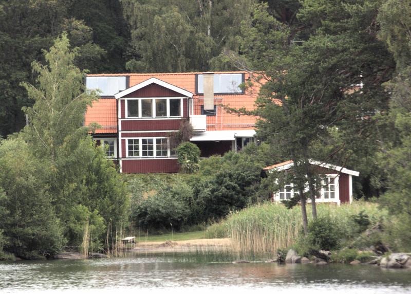 D5-Waterfront house.jpg