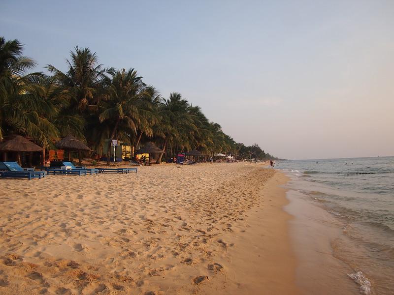 P1297041-sandy-beach.JPG