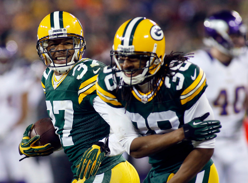 . Green Bay Packers cornerback Sam Shields (37) celebrates his fourth quarter interception against the Minnesota Vikings with teammate Tramon Williams (38) during their NFL NFC wildcard playoff football game in Green Bay, Wisconsin January 5, 2013.  REUTERS/ Darren Hauck