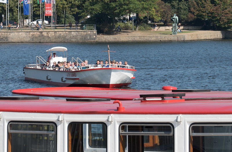 Alsterdampfer auf der Binnenalster Hamburg