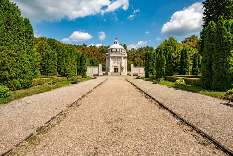 Krasnohorske podhradie mauzoleum-1.jpg