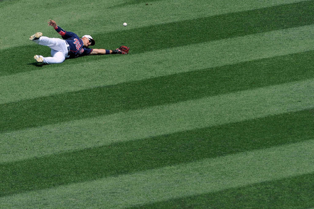 . Minnesota\'s Oswaldo Arcia misses a catch in left field during the third inning. (Hannah Foslien/Getty Images)