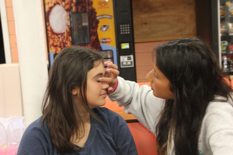 kars4kids_thezone_camp_girlsDivsion_activities_Workshops_Makeup (7).JPG