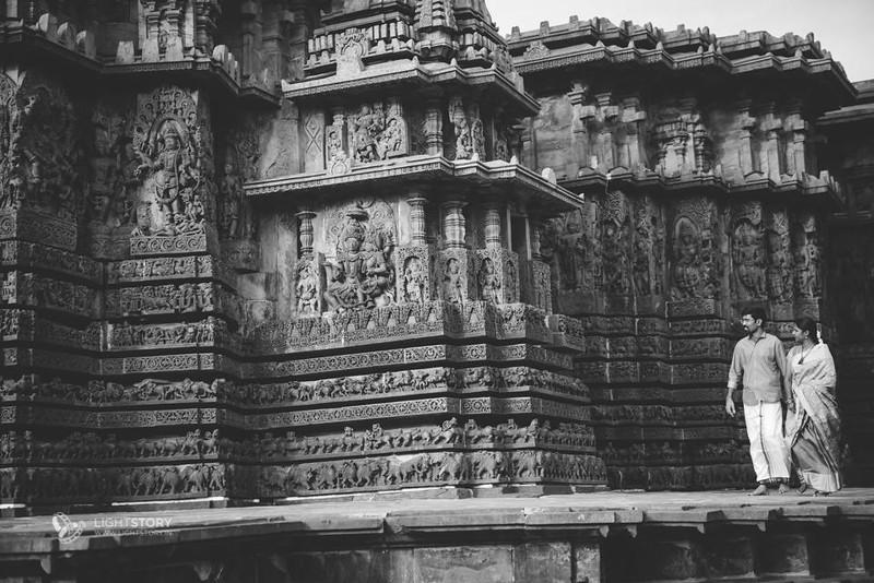 LightStory-CoupleShoot-Hassan-Bangalore-Hoysaleswara-Halebidu-Sunflowers-014.jpg