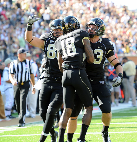 Parker and Ford congratulate Dembry for TD catch.jpg